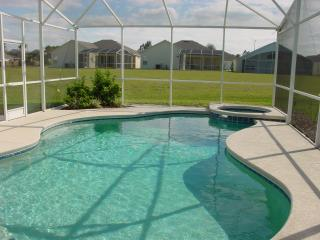 Pool & playing field to rear