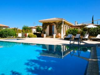 "Villa Rhea ""with Private, Heated Overflow Pool"", Kouklia"