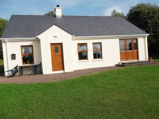 4 star cottage with private berth (free wi-fi), Kesh