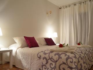 2BD Giselle flat central Cascais location