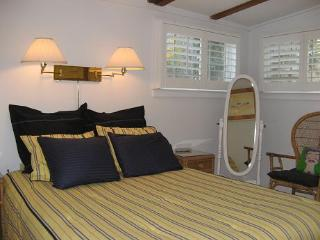 2 Bed w/ A/c ~ Pet Poss + Path to Water & Tennis, Provincetown