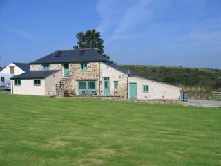 Sunbury Barn, Trevellas, St Agnes. 3 bed barn conversion immersed in the country
