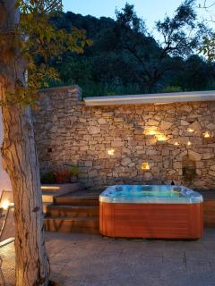 Private heated jacuzzi