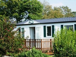Chalet Style 3 Bedroom Mobile Home Set On 5 Star Campsite.
