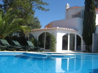 A HOME FROM HOME Affordable stunning Mediterranean villa w private Pool & Garden