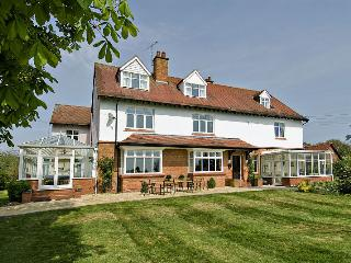 Ashleigh House H/TUB & SNOOKER sleeps 25, Henley in Arden