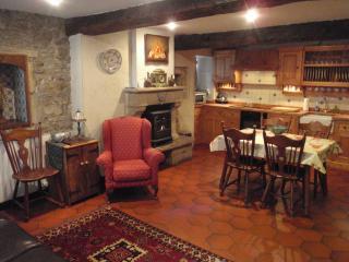 Dinan Accommodation Kitchen - 2