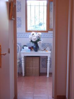 Tastefully-appointed independant bathroom