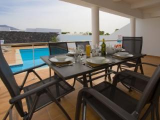 4 bedroom Villa in Playa Blanca, Lanzarote, Canary Islands : ref 2016492, Yaiza