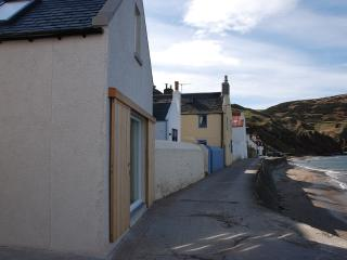 Seafront Cottage is directly on the seashore.