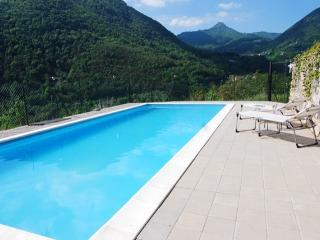 Panoramic 10x4m pool, shared between only 4 apartments