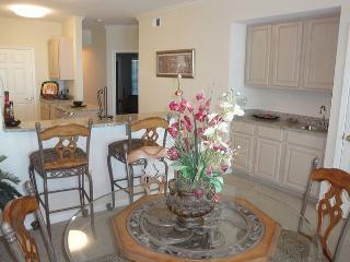 Beautiful 2 bedroom / 2 bath condo with Gulf view!, Gulfport