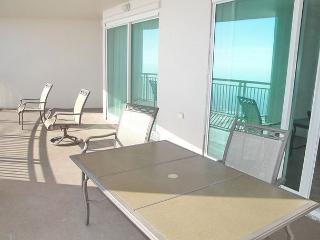 Beautiful 3 bedroom / 3 bath condo with Gulf views!, Gulfport