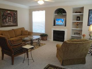 Beautiful 2 bedroom / 2 bath condo on lower level.