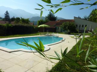 LOiseau Chantant, private, garden, pool & parking, Fuilla