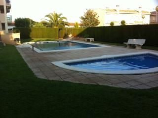 Apt in Cambrils Beach. BIKES and WIFI Available !!