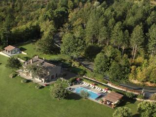 Villa Carda, luxury villa in Tuscany with private heated pool, jacuzzi, sauna and garden, sleeps up to 12