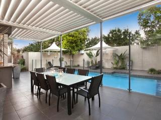 Lambert House. Luxury executive home 1km to City, Brisbane