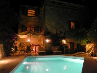 AUBERGE GOZO - WITH AIR CONDITION , HEATED POOL,CENTRAL HEATING, FREE WIFI