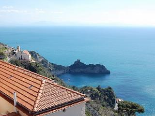 Conca dei Marini Villa Sleeps 4 with Air Con - 5228652
