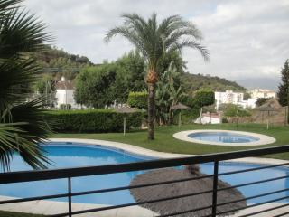 Casa 2 plantas, soleada, céntrica, piscina, aparcamiento, increíble terraza.