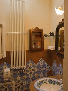'Rose' double room bathroom