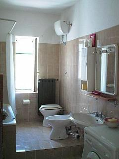 Spacious family bathroom with 4 piece bathroom suite