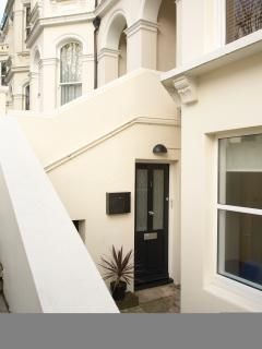Basement apartment in central Hove close to the shops and amenities a stones throw from the seafront