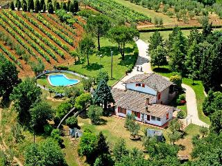 Charming pool villa with views of the rolling Chianti hills near San Gimignano