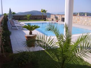 Side of villa looking towards pool