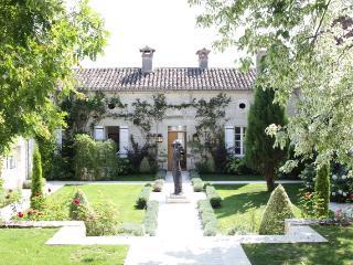 H111 Majestic Hilltop Chateau, Montaigu-de-Quercy