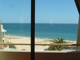BEACH FRONT 2ND FLOOR, Praia da Rocha