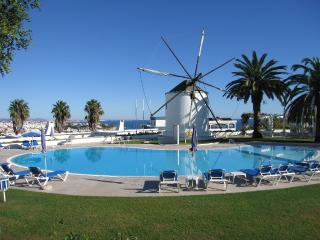 Windmill Hill 2 bedroom, pool view free Wi-Fi