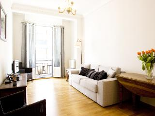 Marcella: Bright,beautiful apartment with balcony, Nice