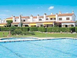 VACATION HOME WITH POOL AND 100 METERS FROM THE BE, L'Estartit