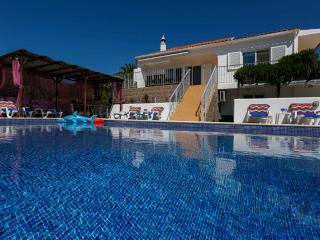 luxury Villa Os Pinheiros/separate guest cottage in Guia amazing beaches nearby