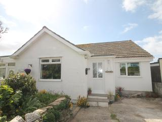 Charming two storey 1 bed accommodation with views over Porth Island, sleeps 2/4