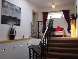 Harbour Hill House sleeps 2-12 guests, seahouses