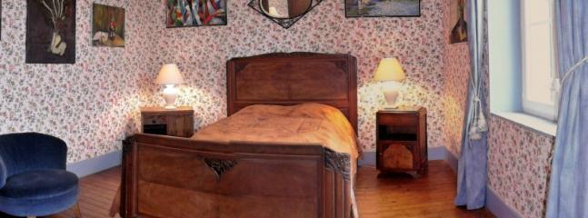 Au 1er étage la chambre Bleue : un lit de 140 + une armoire