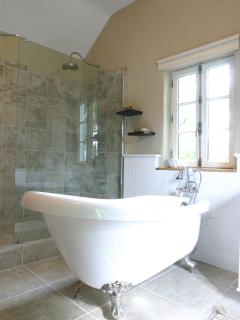 Master bath with claw foot tub