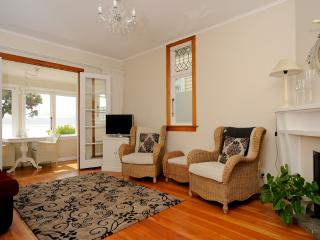 Guthrie Cottage - Beachfront - Eastbourne - Wellington