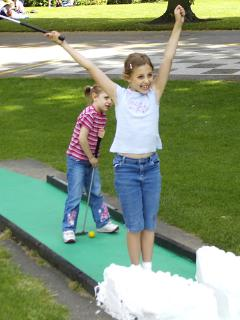 Crazy golf near Loudun