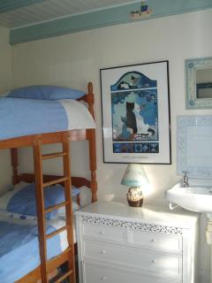 The second bedroom, funky bunks!.