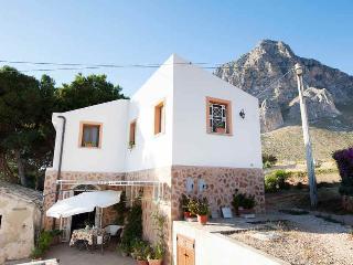 Vista della casa con Monte Cofano