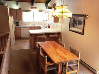 2/2, Walk to Mammoth Mountain's Canyon Lodge, Sleeps 6, Mammoth Lakes