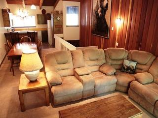 Cozy Condo, Just A Short Walk to Canyon Lodge!