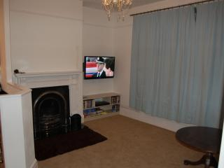 Cosy Lounge with Large LCD TV, DVD's, books and games for a relaxing evening...