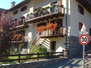 Valdigne- 2 bedroom, 2 bathroom,split level apartment, with small garden