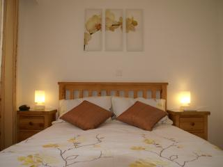 Master bedroom, AC, fitted wardrobes, en suite bathroom
