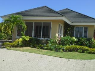3 BD VILLA /HOUSEKEEPER/AIRPORT TRANSFER RETURNS, St. Ann's Bay